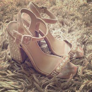 [asos] velvet pearl heels//.